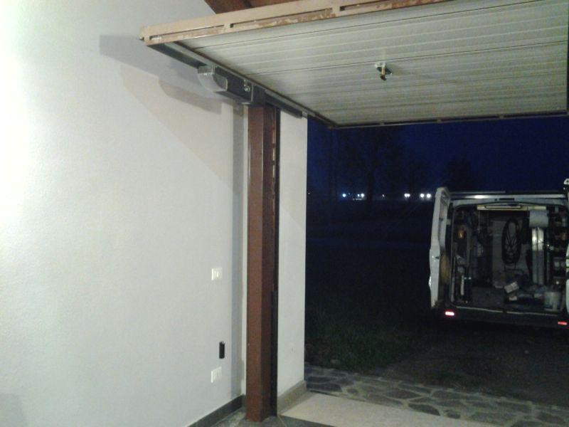 Automazione per porta garage basculante a Vicomoscano (CR)
