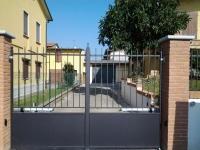 cancello automatico a battente vista esterna
