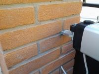dettaglio staffa inserita nel pilastro