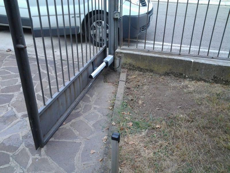 motore su cancello a battente